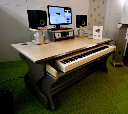 Zaor 取り扱い開始!人間工学と美観を極めたプロのためのstudio Furniture シリーズ! Rock