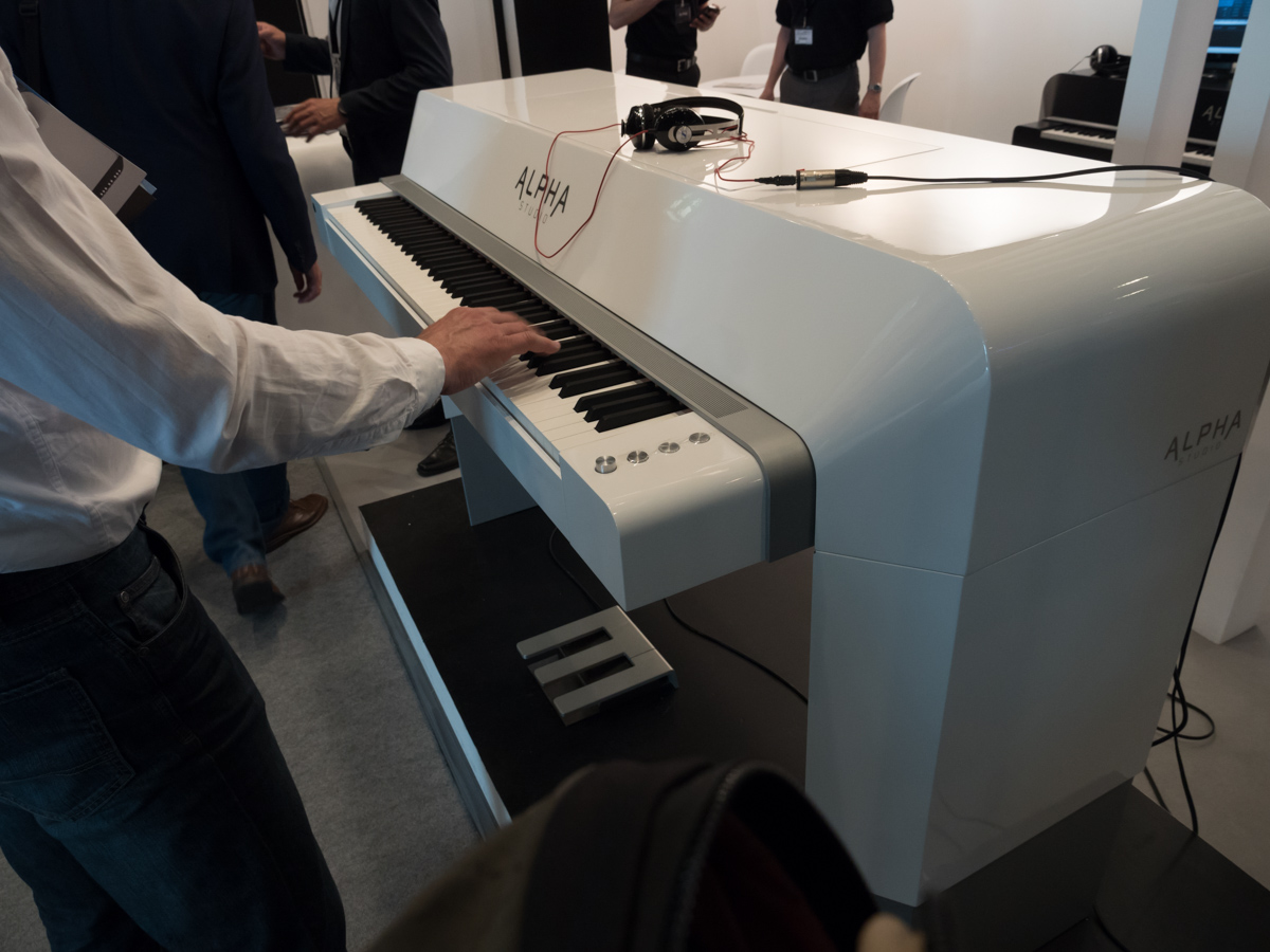 Musikmesse 2015 Day3 : ALPHA Pianos