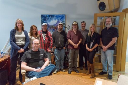 NAMM2014 Earthworksのテクノロジーを支えるスタッフが暖かく迎えてくれた。職人という言葉がぴたりとはまる技術者集団だ。 最も左がPresident の Heidi B Robichaud氏